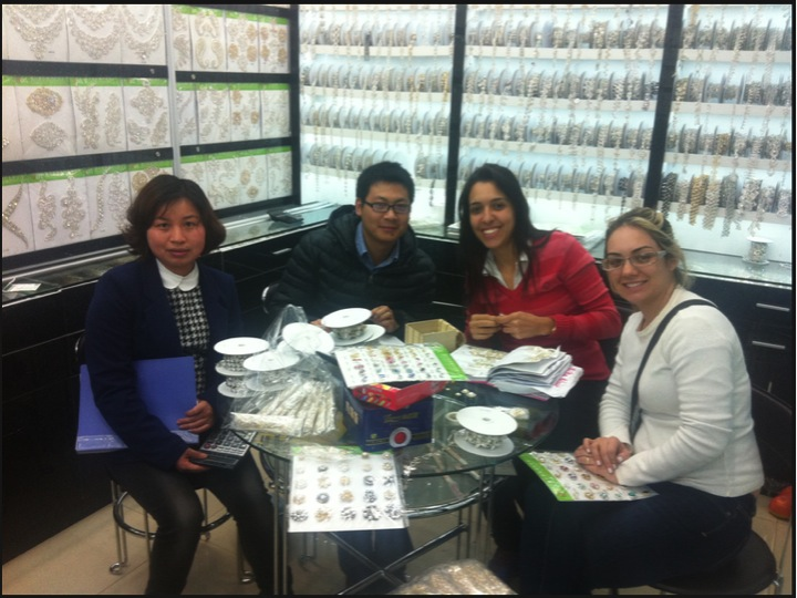 Ana (fornecedora), Wei (assessor) Letícia (cliente) e Daiane (Cliente)